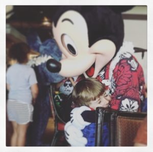 imagem do filhote com o Mickey: retrospectiva animada download