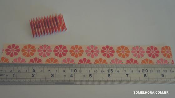 cortando papel com régua