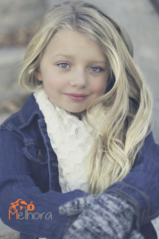 imagem de um menina de luvas