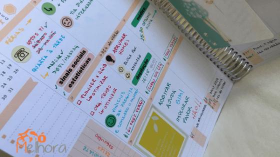 página do planner decorada com adesivos
