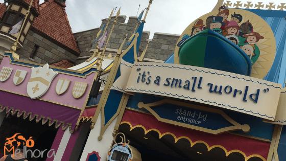 Imagem da entrada da atração It's a small world - roteiro magic kingdom com criança