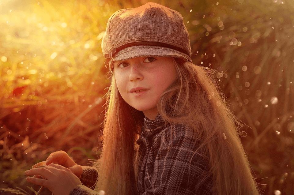 imagem de uma menina exposta ao sol