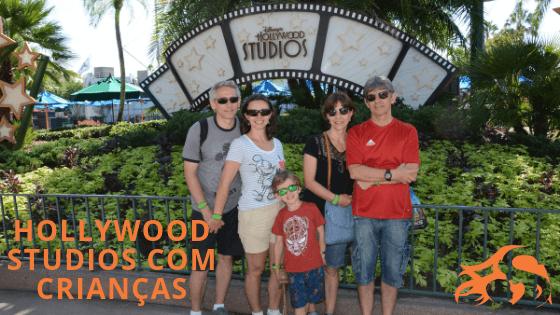 imagem de uma família no parque da Disney Hollywood Studios
