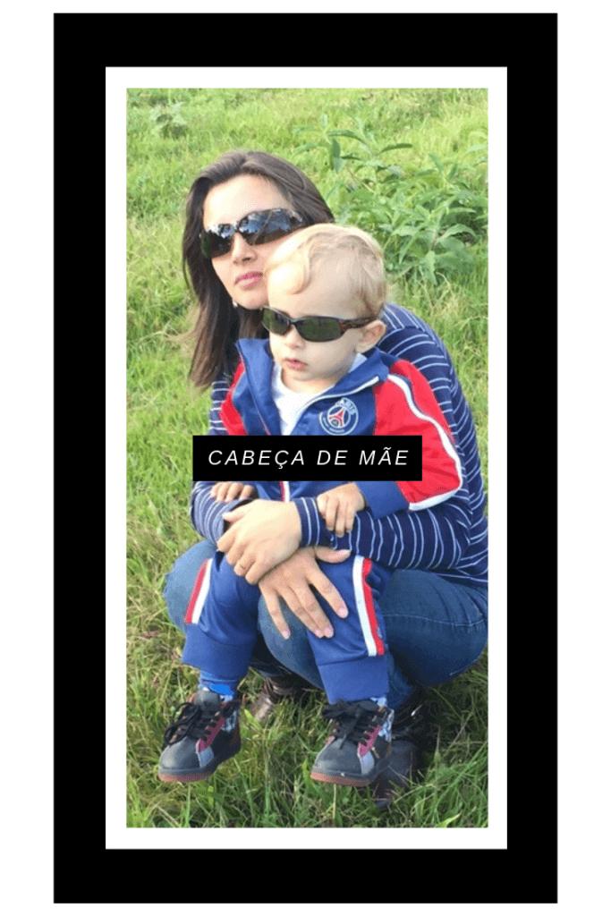 imagem de mãe e filho na grama