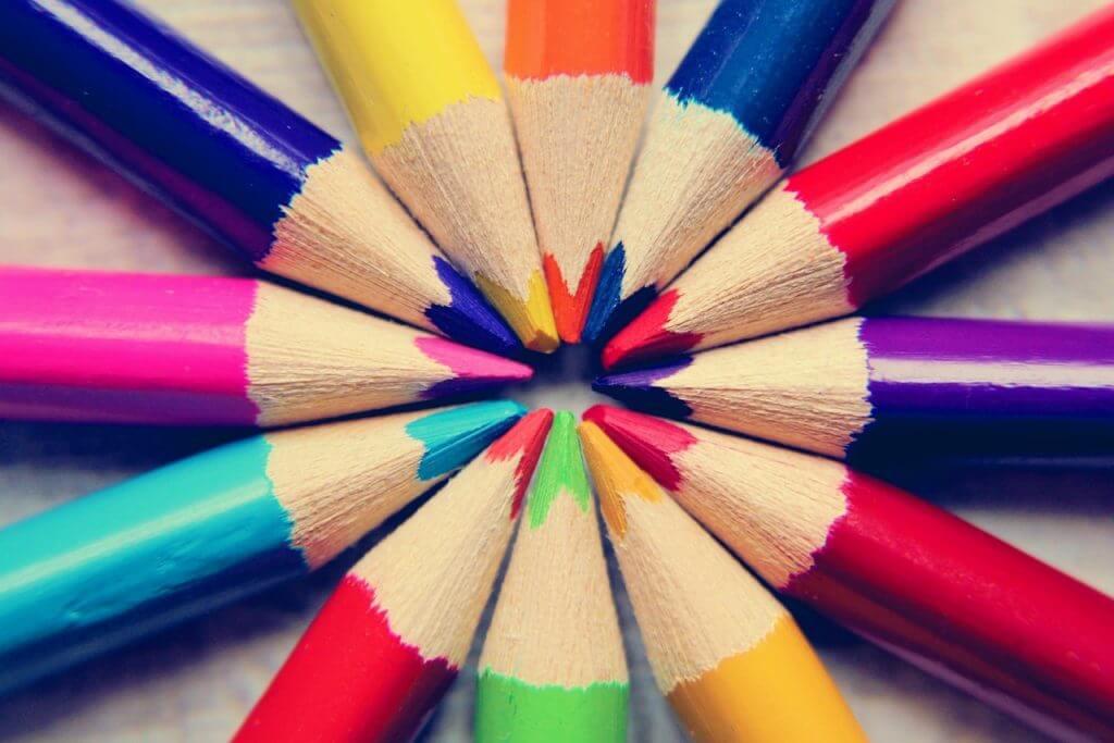 imagem de vários lápis de cor para ilustrar uma técnica de aprendizagem