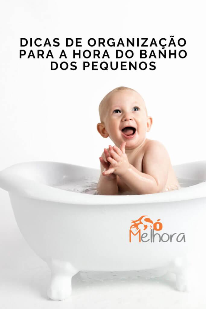 imagem de um bebê tomando banho de banheira