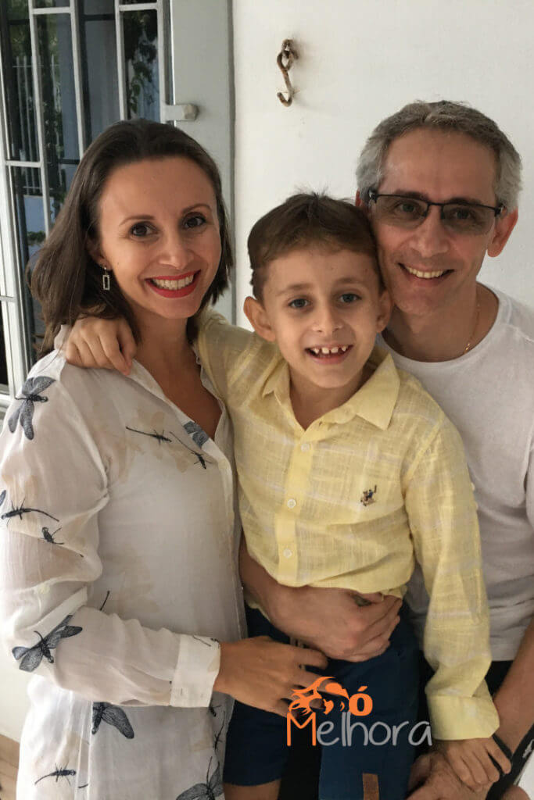 imagem de uma família: mãe, filho e pai
