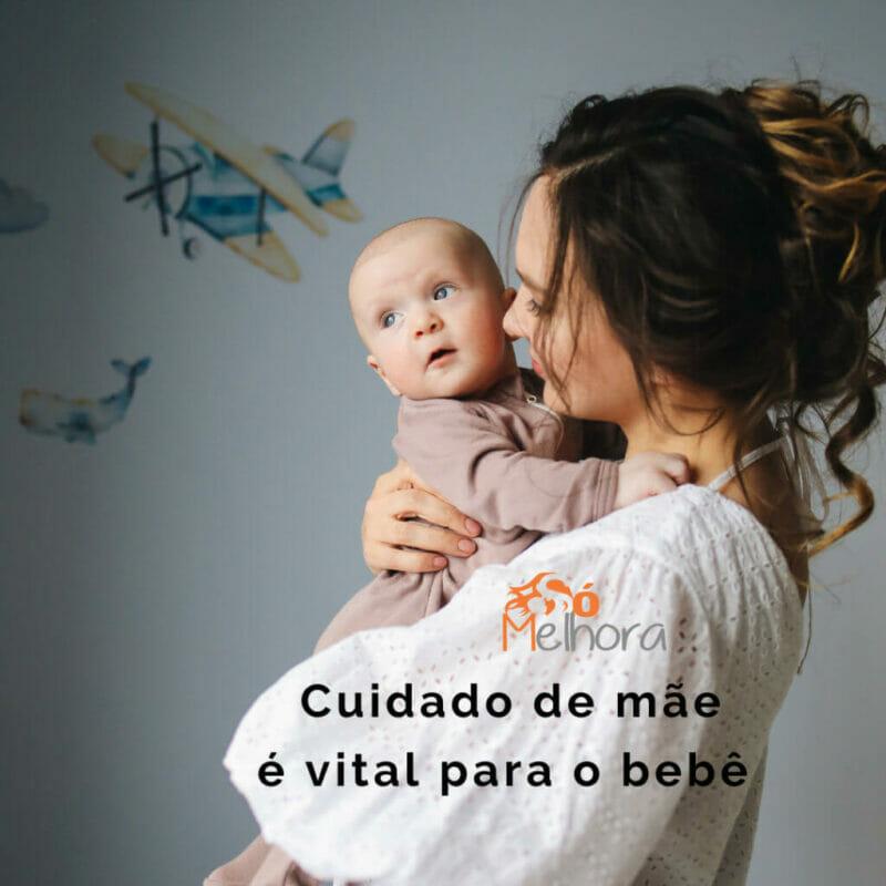 imagem de uma mãe segurando seu bebê